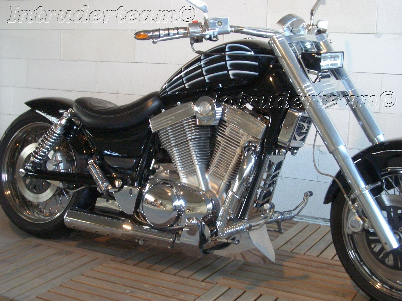 Suzuki Mchrome Frame Cover Kit